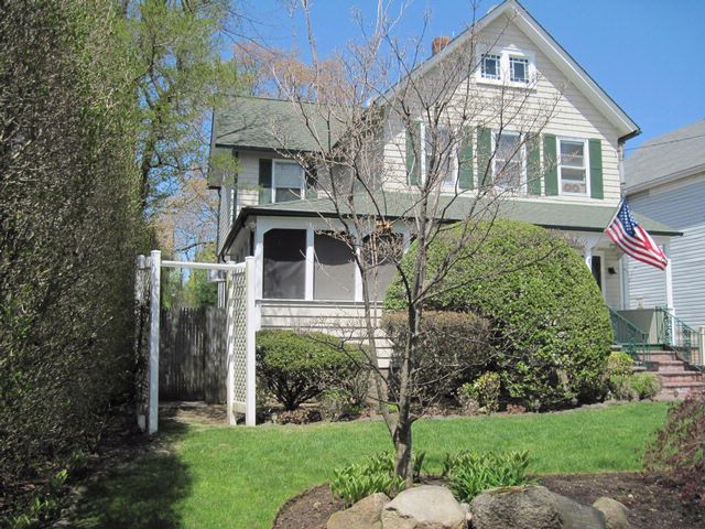 3 BR,  2.50 BTH  Colonial style home in Amity Harbor